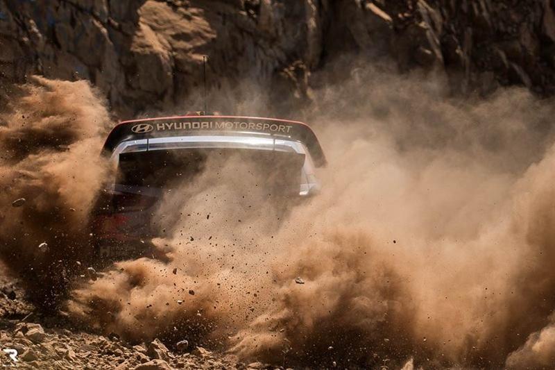 Hyundai i20 WRC ott tanak numar 8